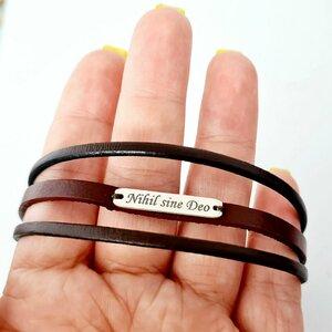 Bratara barbateasca cu 3 straturi de piele naturala simpla - Placuta ingusta cu gravura personalizata - Argint 925 - Inchizatoare clips inox