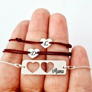 Set 3 bratari personalizate - Mama cu 2 fete - Placuta cu lantisor si 2 Inimioare decupate cu snur - Argint 925
