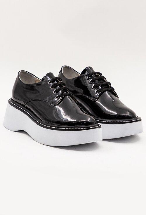 Pantofi negri din piele lacuita cu talpa alba