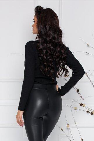 Bluza Catya neagra cu accesoriu tip bijuterie la baza gatului
