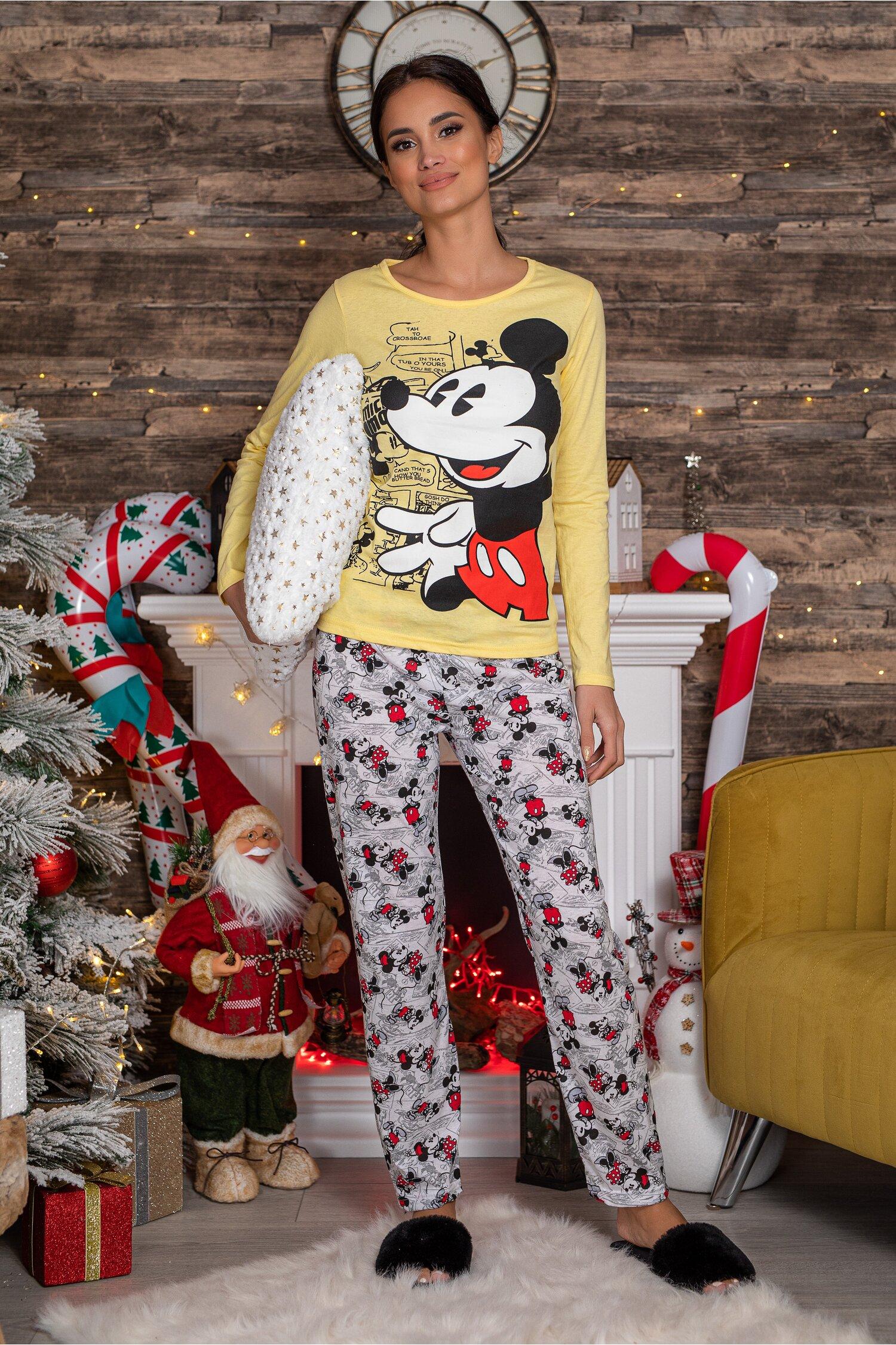 Pijama Disney cu bluza galbena si pantaloni albi cu imprimeu