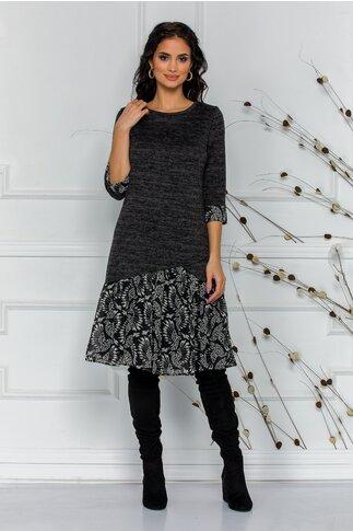 Rochie Ella gri din tricot cu volan cu imprimeu alb-negru la baza