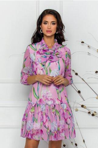 Rochie Pretty Girl roz din voal cu print floral si guler tip esarfa