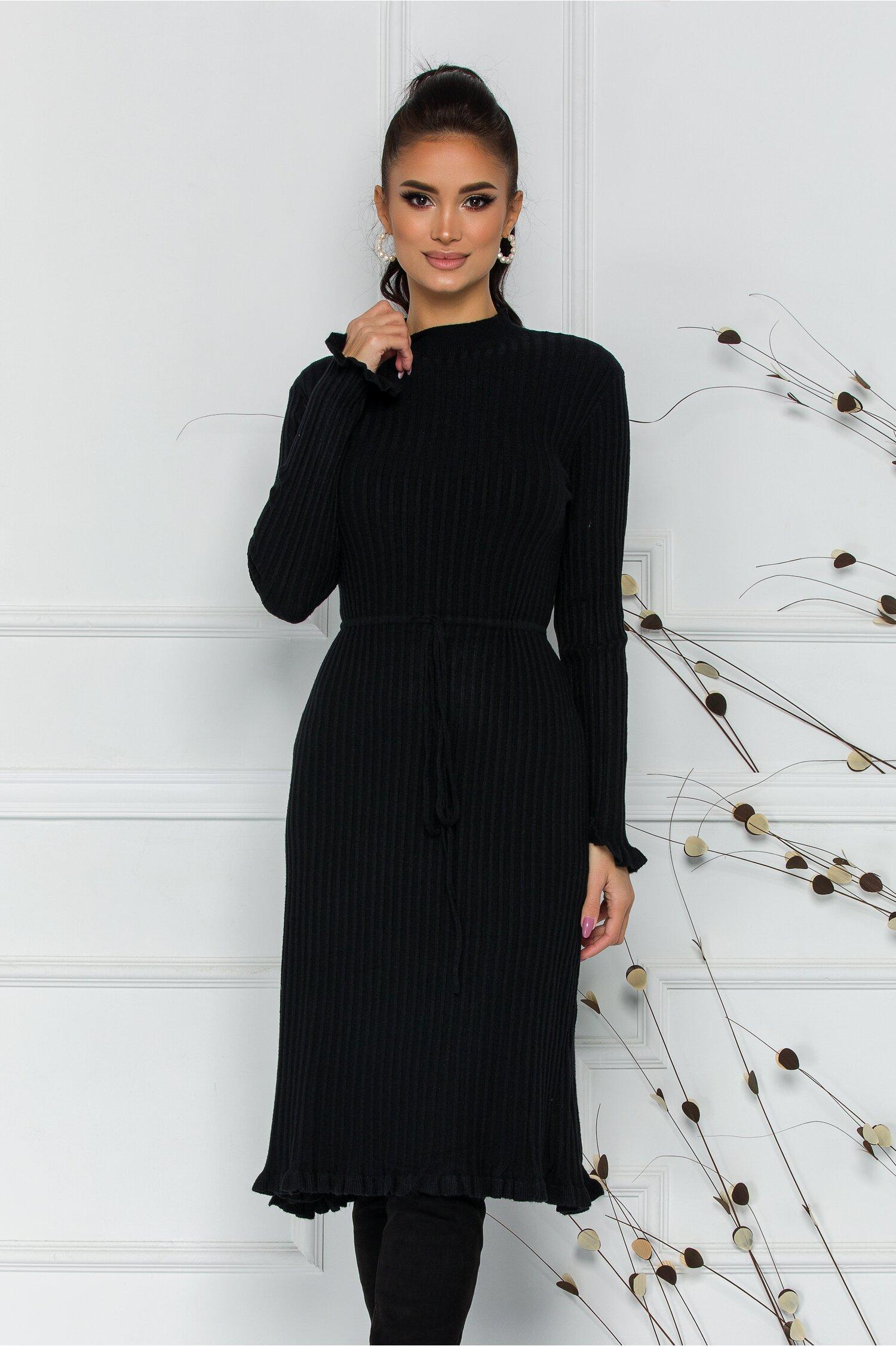 Rochie Rina neagra din tricot reiat cu snur reglabil in talie