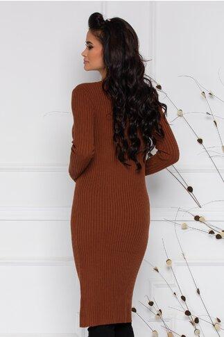 Rochie Sara din tricot maro cu textura raiata si nasturi la decolteu