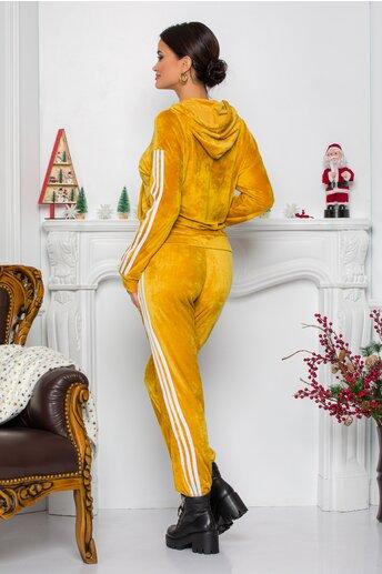Trening Gio galben mustar cu dungi pe maneci si lateralele pantalonilor