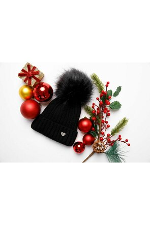 Caciula tricotata neagra cu detaliu din blana ecologica