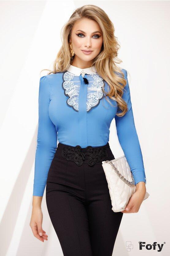 Camasa Fofy dama albastra cu jabou dantelat si brosa stilizata