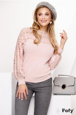 Pulover dama roz pufos cu dantela eleganta aplicata
