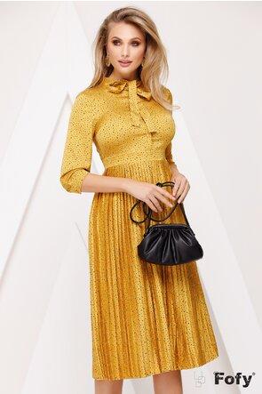 Rochie din voal satinat mustariu cu fusta plisata