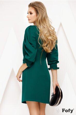 Rochie Fofy verde croi in A cu maneci elaborate si brosa cu cristale