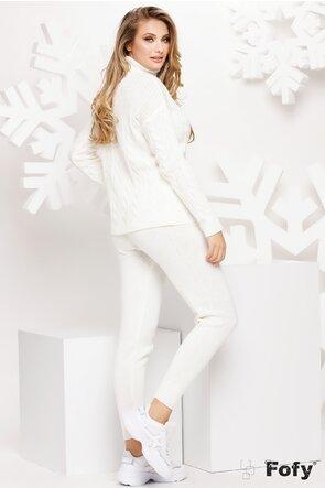 Trening alb cu pulover pe gat si pantalon tricotat