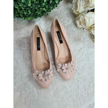 Pantofi Elisabeta piele bej cu aplicatii florale