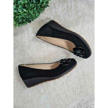 Pantofi negrii din piele intoarsa Ara
