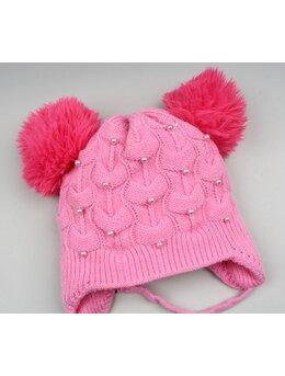 Caciula cu ciucuri si perlute model roz