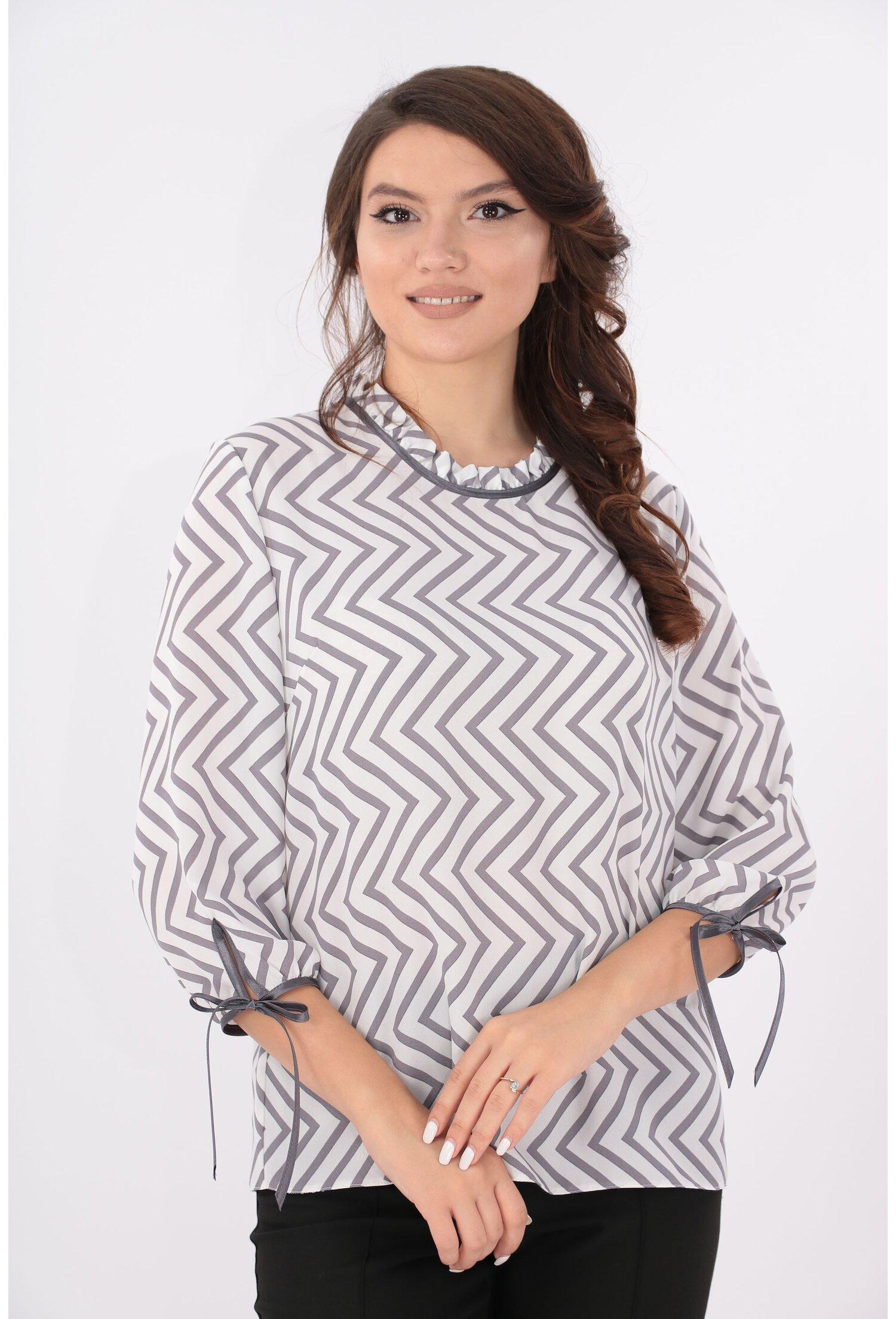 Bluza alba cu print zig-zag gri