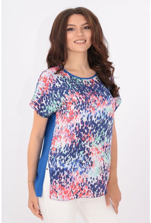 Bluza lejera albastra cu print multicolor