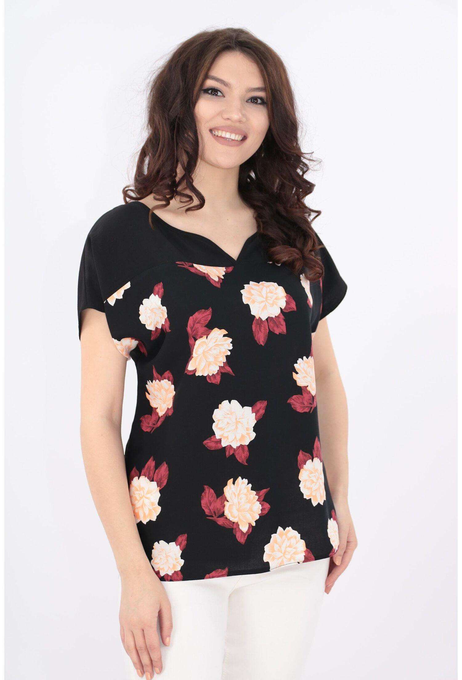 Bluza neagra cu imprimeu floral roz