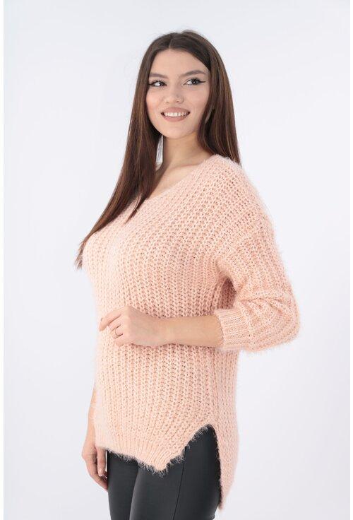 Pulover tricotat roz cu tiv asimetric
