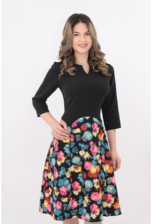 Rochie neagra de zi cu print floral bleu-roz
