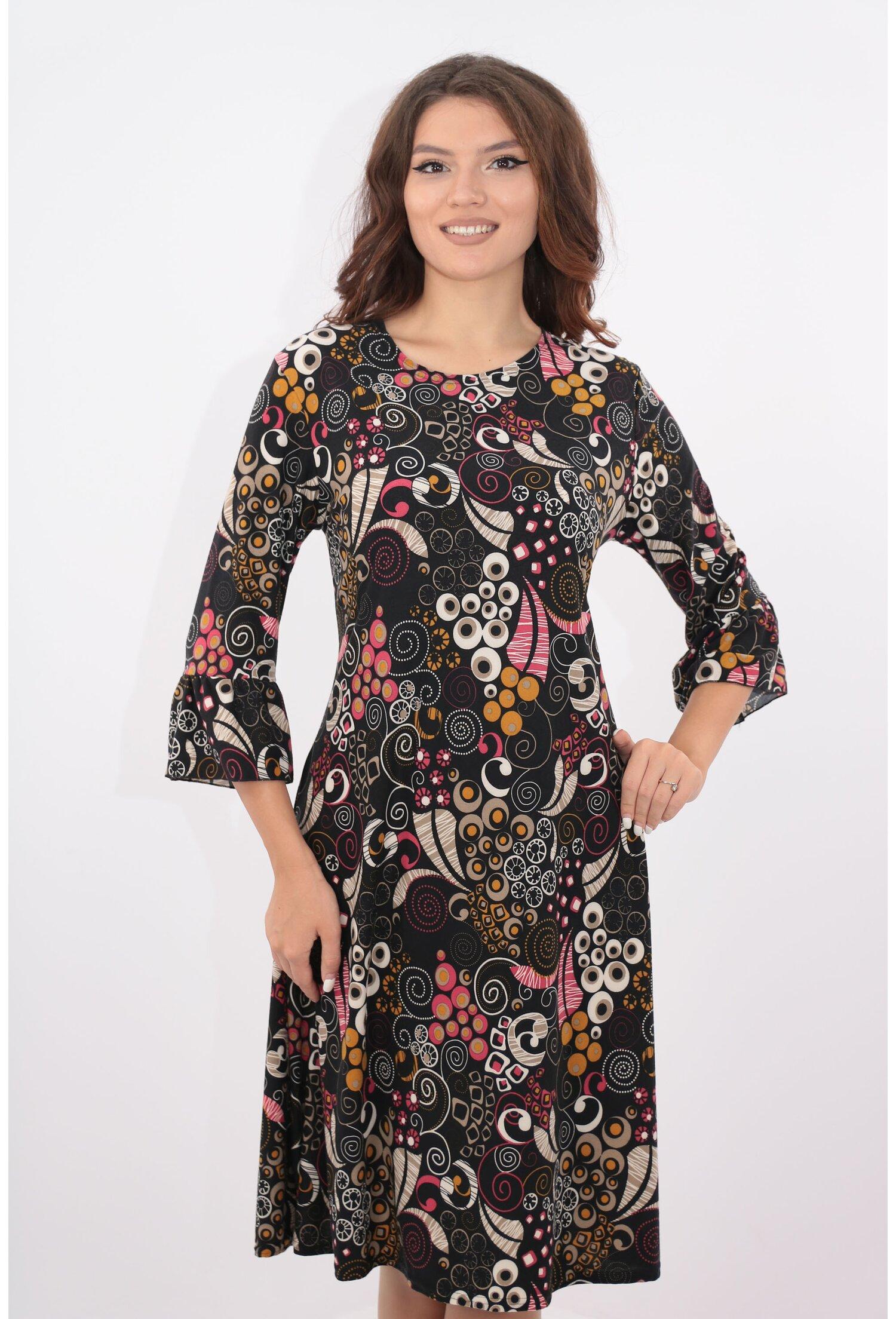 Rochie neagra evazata cu desen multicolor