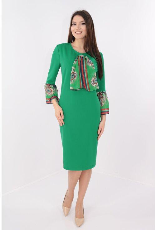 Rochie verde cu volane si esarfa din voal