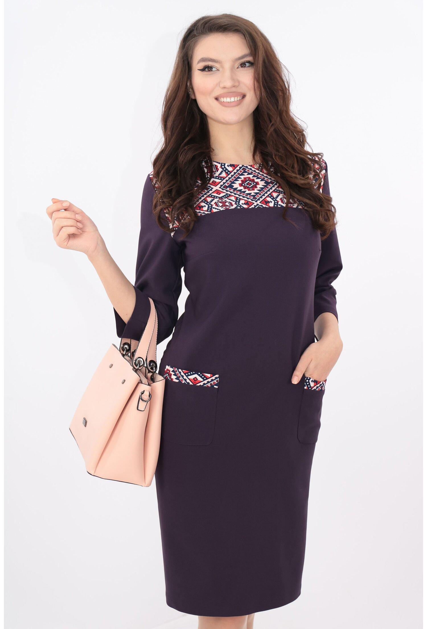 Rochie violet cu platca cu desen geometric
